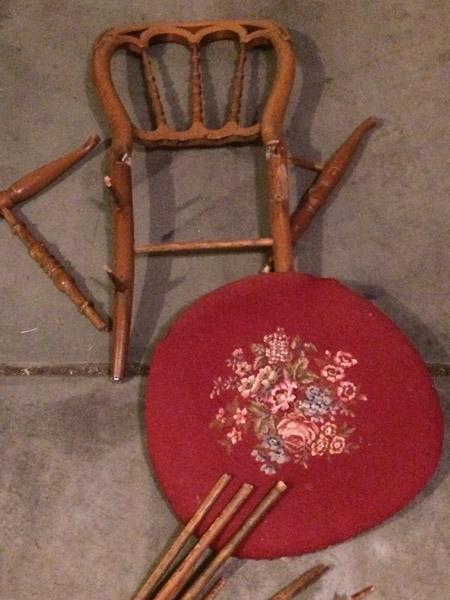 壞掉的骨董椅